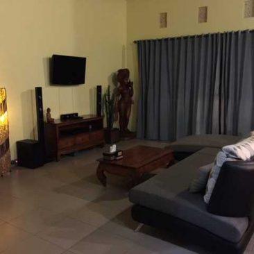 the-spacious-lounge